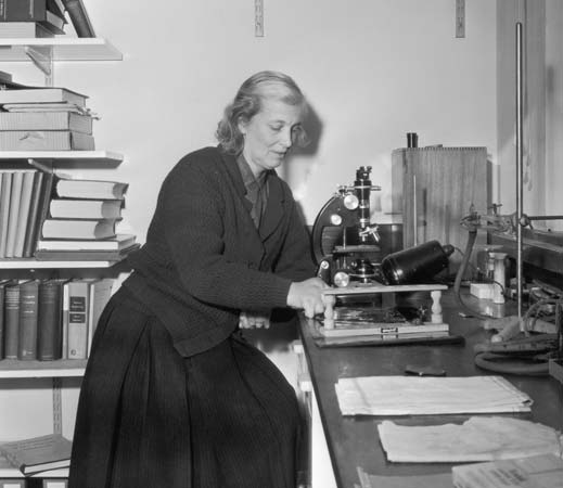 Dorothy C. Hodgkin's (1910-1994) subtle exercise of power in and out of science: From an Empire of the Dispossessed to a sole Nobel, Pugwash, and Perestroika